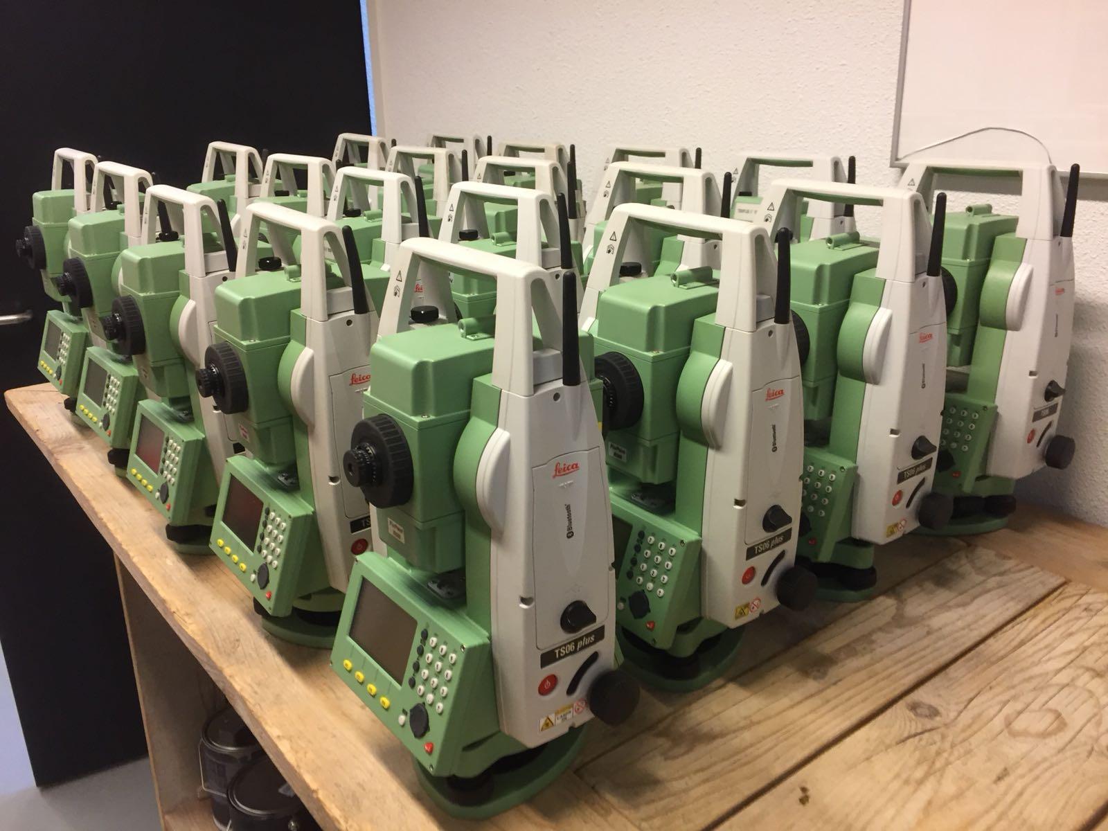 Weer een nieuwe order van Reconditioned Leica TS06+ Total Stations klaar voor verzending.